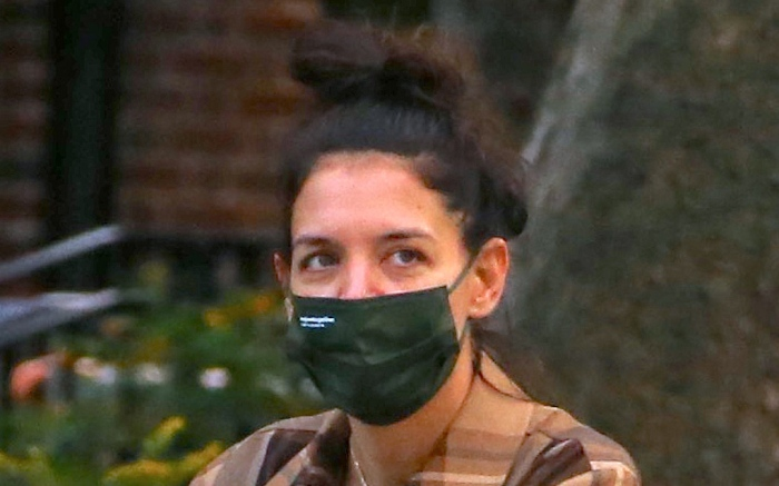 katie-holmes-face-mask-green