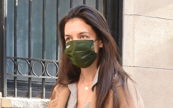 katie-holmes-mask-pants-style
