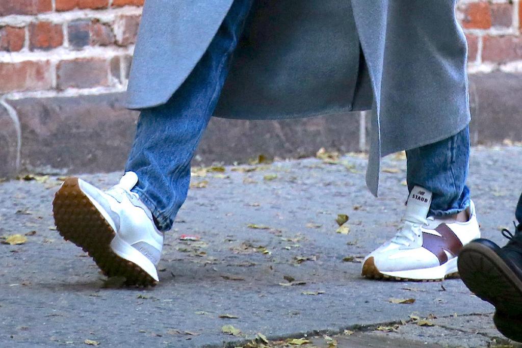 katie holmes, boyfriend, emilio vitolo, style, restaurant, new york, jeans, jacket, coat, staud, new balance, sneakers