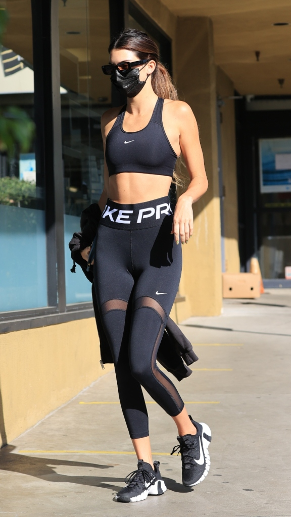 kendall jenner, leggings, sports bra, workout, sneakers, nike, hailey baldwin, shoes