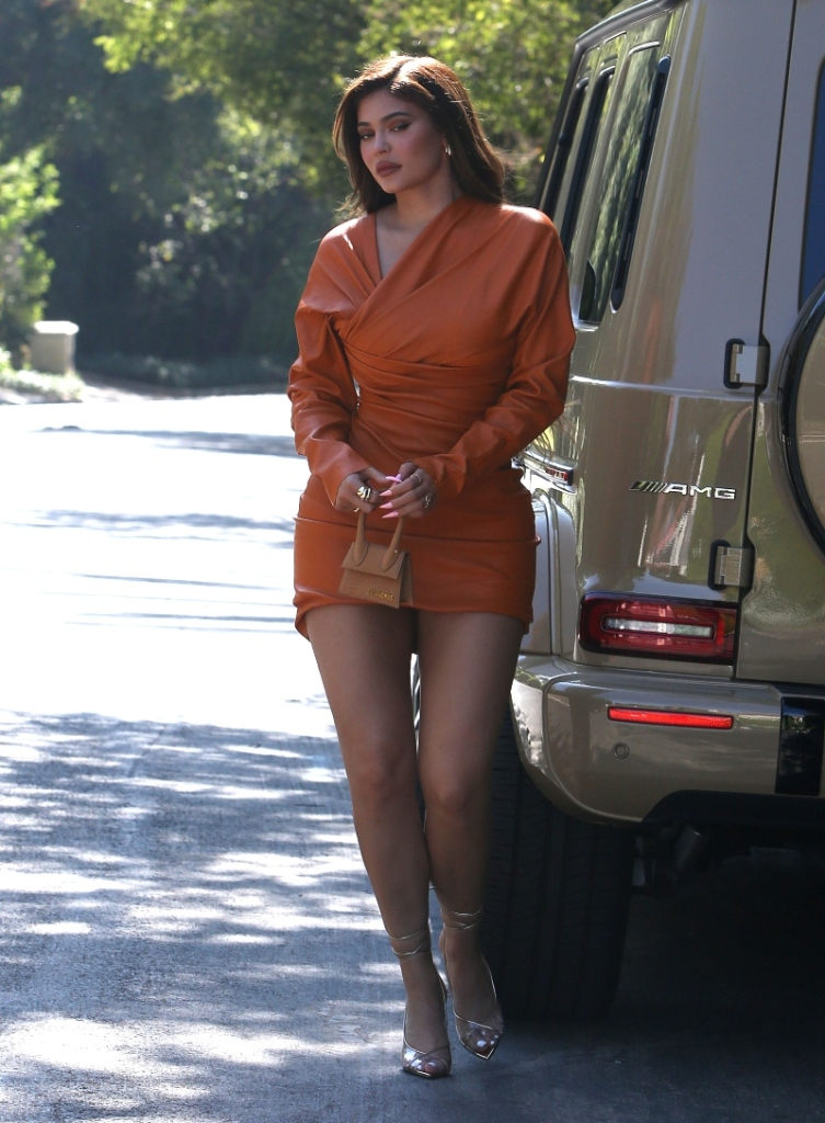kylie jenner, orange, dress, leather, pvc, heels, gold, stuart weitzman, los angeles