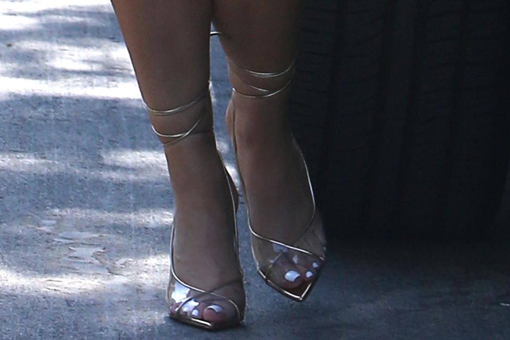 kylie jenner, orange, dress, leather, pvc, heels, gold, stuart weitzman, los angeles