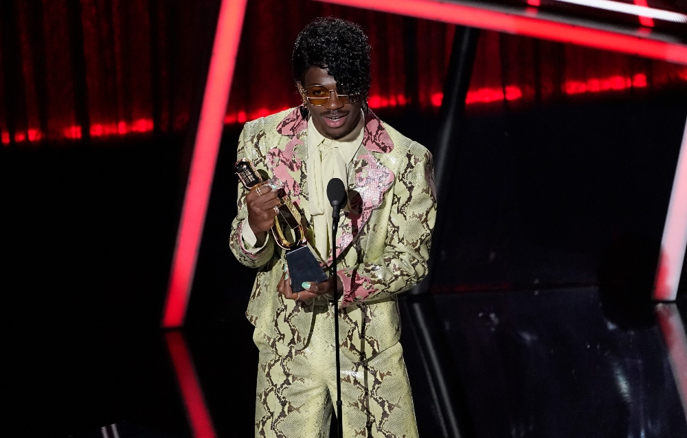 lil nas x, gucci, shoes, suit, snakeskin, bbmas, billboard music awards, style, shoes