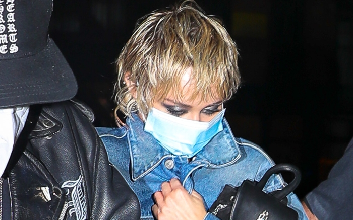 miley-cyrus-style-jean-jacket