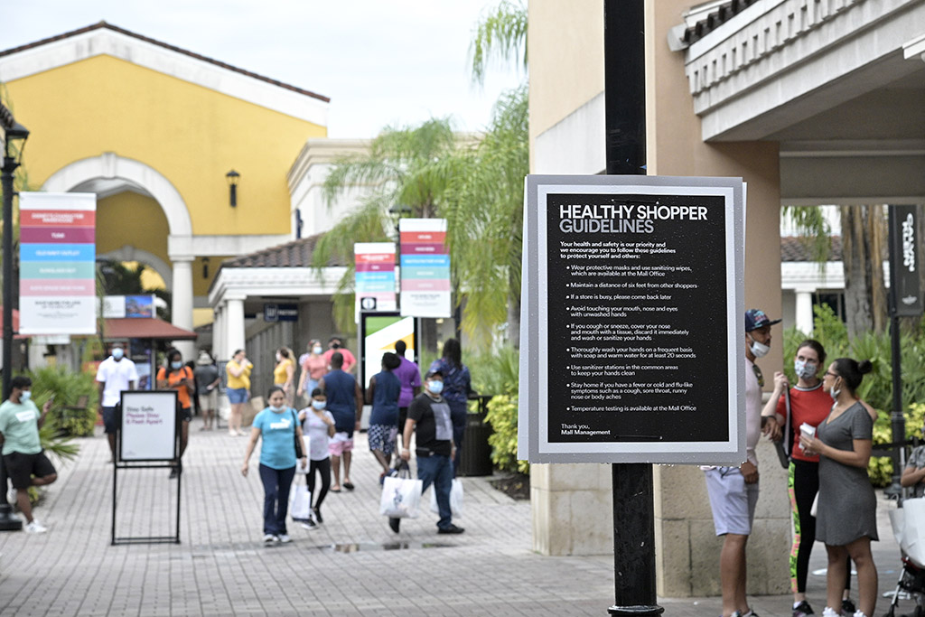 In a Pandemic, People Choose Outlet Malls Over Other Shopping Centers — Here's Why