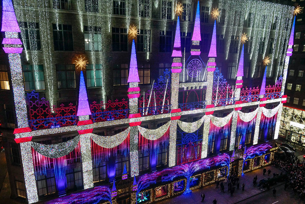 Saks Fifth Avenue Christmas Light Show 2021 Saks Fifth Avenue Holiday Plans Windows Lighting Ceremony Details Footwear News