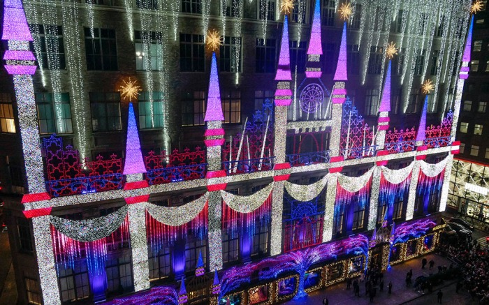 Saks Fifth Avenue 2019 holiday light show