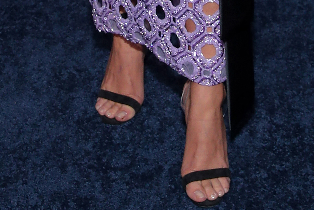 sarah hyland, cmt awards, host, 2020, shoes, heels, skirt, shirt, style