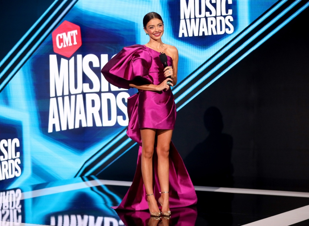 cmt, music awards, sarah hyland, dress