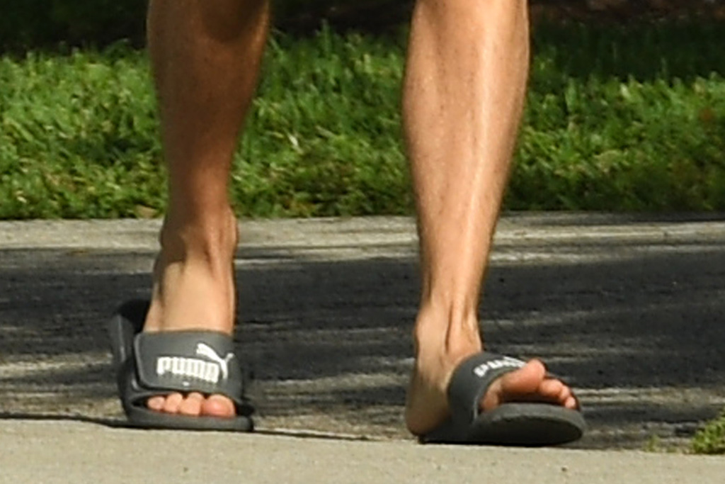 shawn mendes, shorts, shirt, tank, workout, puma, slides, shoes
