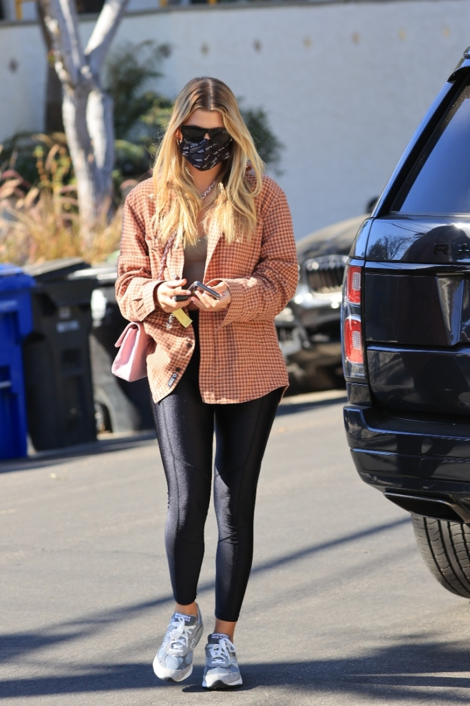 sofia richie, leggings, sneakers, flannel, new balance, workout, shoes, mask, los angeles