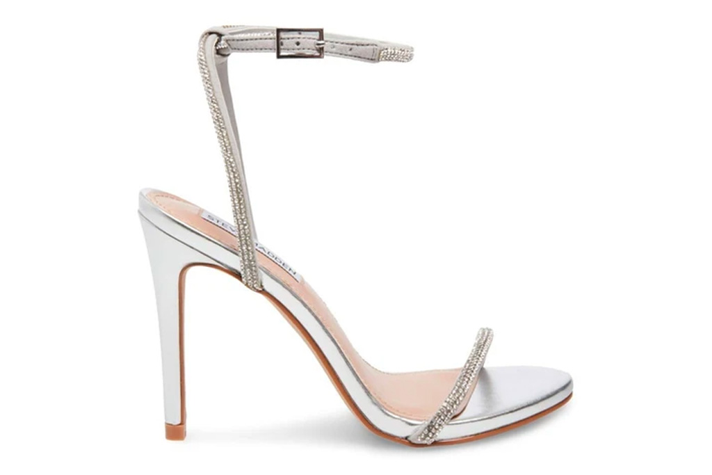 silver sandals, heels, metallic, steve madden