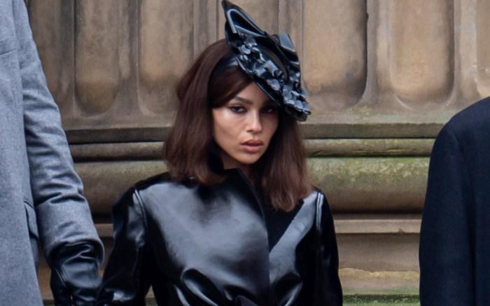 zoe-kravitz-heels-batman-catwoman-2