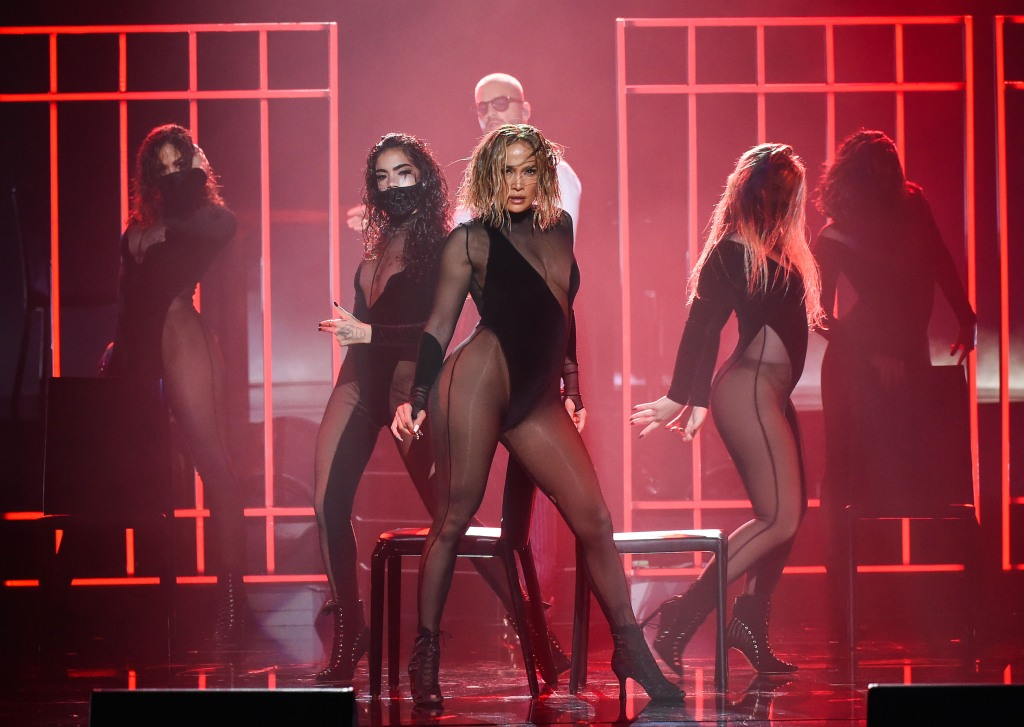 """THE 2020 AMERICAN MUSIC AWARDS - """"The 2020 American Music Awards"""", hosted by Taraji P. Henson aired from the Microsoft Theater in Los Angeles, SUNDAY, NOV. 22 (8:00-11:00 p.m. EST), on ABC. (ABC)JENNIFER LOPEZ, MALUMA"""