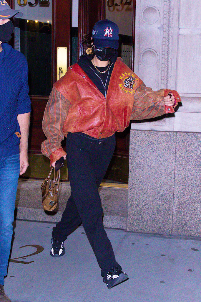 Bella Hadid goes incognito leaving a friend's house in NYC, she wore a matching bomber jacket and handbag.Pictured: Bella Hadid Ref: SPL5199273 211120 NON-EXCLUSIVE Picture by: @TheHapaBlonde / SplashNews.com Splash News and Pictures USA: +1 310-525-5808 London: +44 (0)20 8126 1009 Berlin: +49 175 3764 166 photodesk@splashnews.com World Rights