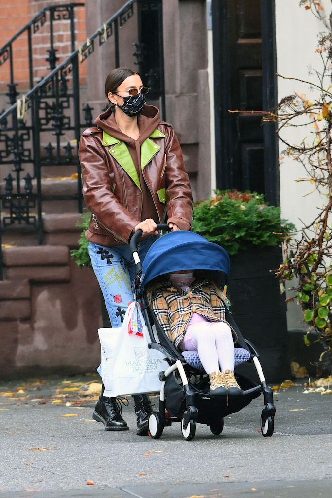 Irina Shayk and her daughter Lea are seen walking after getting cupcakes at Magnola Bakery in New York CityPictured: Irina Shayk,Lea Shayk-Cooper Ref: SPL5197968 131120 NON-EXCLUSIVE Picture by: Elder Ordonez / SplashNews.com Splash News and Pictures USA: +1 310-525-5808 London: +44 (0)20 8126 1009 Berlin: +49 175 3764 166 photodesk@splashnews.com World Rights, No Poland Rights, No Portugal Rights, No Russia Rights