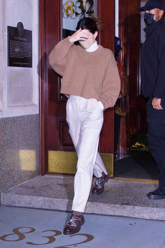 Kendall Jenner dons a cashmere sweater and slacks as she leaves a friend's house in NYC.Pictured: Kendall Jenner Ref: SPL5199272 211120 NON-EXCLUSIVE Picture by: @TheHapaBlonde / SplashNews.com Splash News and Pictures USA: +1 310-525-5808 London: +44 (0)20 8126 1009 Berlin: +49 175 3764 166 photodesk@splashnews.com World Rights