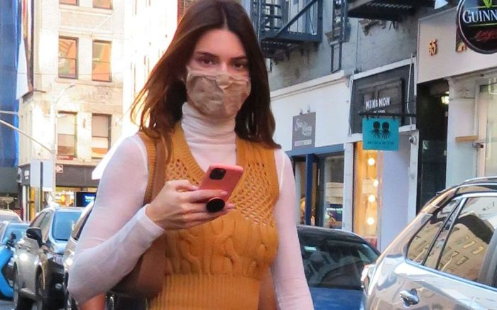 Kendall Jenner outfits while walking in Soho, New York City.Pictured: Kendall JennerRef: SPL5199253 201120 NON-EXCLUSIVEPicture by: Rick Davis / SplashNews.comSplash News and PicturesUSA: +1 310-525-5808London: +44 (0)20 8126 1009Berlin: +49 175 3764 166photodesk@splashnews.comWorld Rights, No Romania Rights