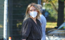 Pregnant actress Hilary Duff arrives on