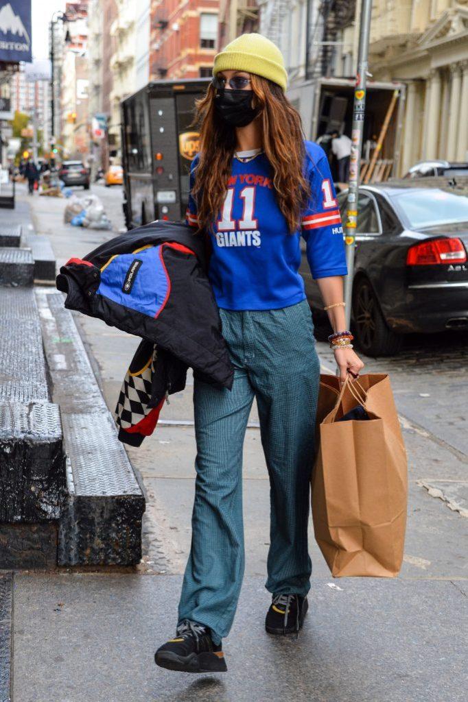 Bella Hadid spotted shopping in downtown ManhattanPictured: Bella HadidRef: SPL5198655 171120 NON-EXCLUSIVEPicture by: David Krieger / SplashNews.comSplash News and PicturesUSA: +1 310-525-5808London: +44 (0)20 8126 1009Berlin: +49 175 3764 166photodesk@splashnews.comWorld Rights