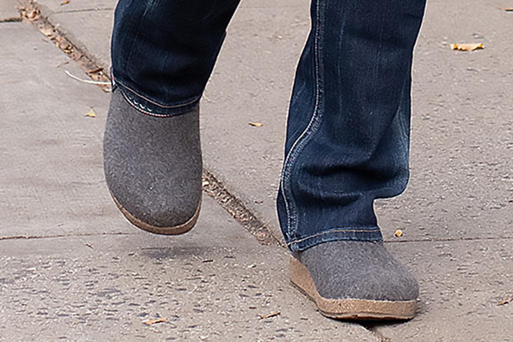 brooke shields, jeans, 2000s, style, clogs, birkenstock, new york, jacket, actress