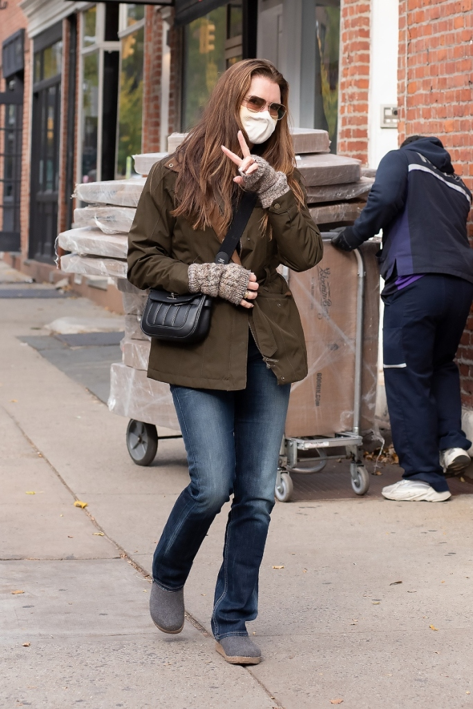 brooke shields, jeans, 2000s, style, clogs, birkenstock, new york, jacket, actress