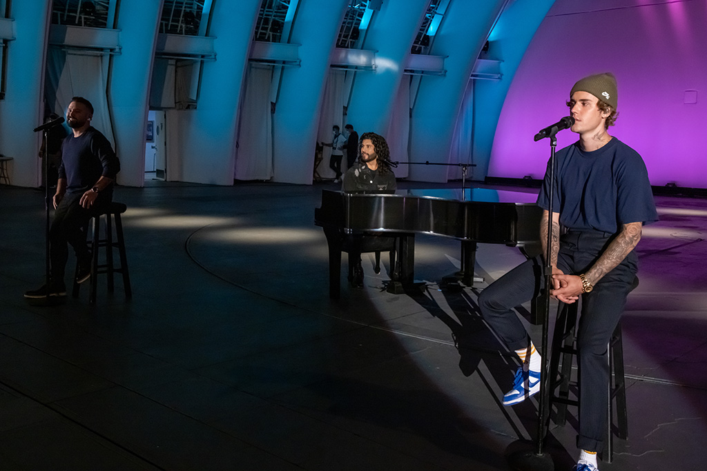 """Dan + Shay perform and Justin Bieber perform """"10,000 Hours"""" together for the first time from the Hollywood Bowl in Los Angeles, California; """"The 54th Annual CMA Awards,"""" Wednesday, November 11, 2020 on ABC."""