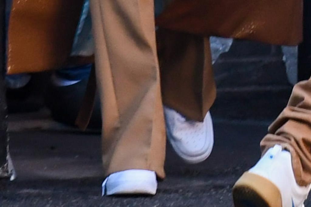 hailey baldwin, justin bieber, coat, leather coat, pants, crop top, sneakers, nike, los angeles