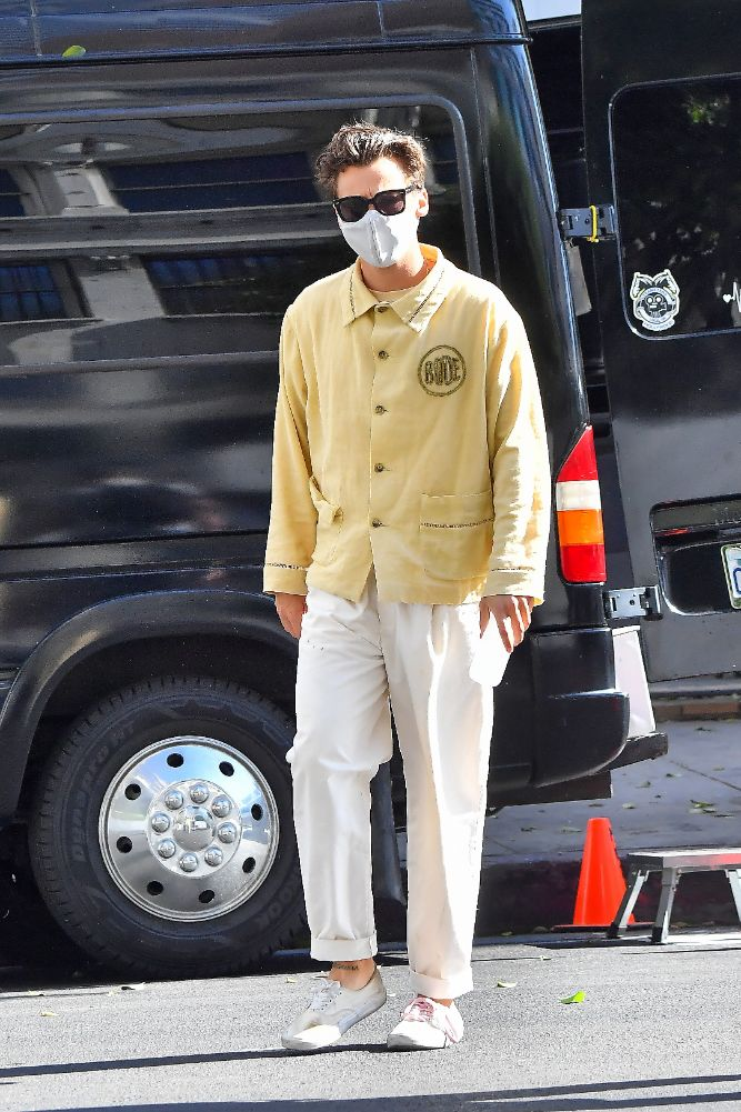 harry styles, yellow shirt, bode, dont worry darling, sneakers, white, laces, los angeles, face mask, hair