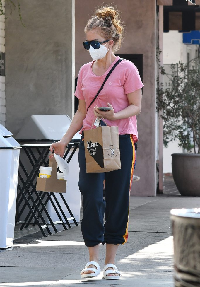Isla Fisher out and about in Los Angeles. 21 Sep 2020 Pictured: Isla Fisher. Photo credit: CrownMedia/MEGA TheMegaAgency.com +1 888 505 6342 (Mega Agency TagID: MEGA702186_021.jpg) [Photo via Mega Agency]