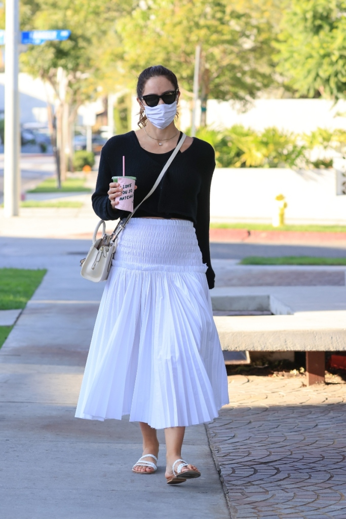 katharine mcphee, skirt, shirt, sandals, pregnant, baby bump, david foster