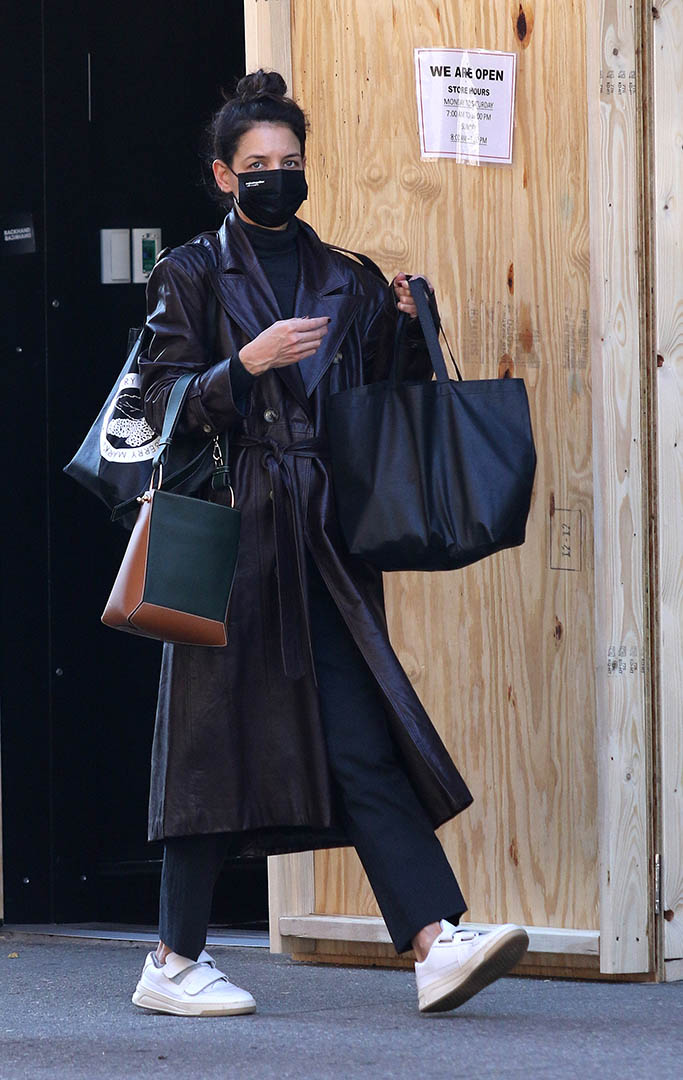 Katie Holmes sports a stylish brown leather trench coat as she is seen with her hands full while shopping at a boarded up supermarket in Downtown Manhattan. Katie was also seen stopping at a home interior design store in Manhattan's Soho area. 04 Nov 2020 Pictured: Katie Holmes. Photo credit: LRNYC / MEGA TheMegaAgency.com +1 888 505 6342 (Mega Agency TagID: MEGA712811_001.jpg) [Photo via Mega Agency]