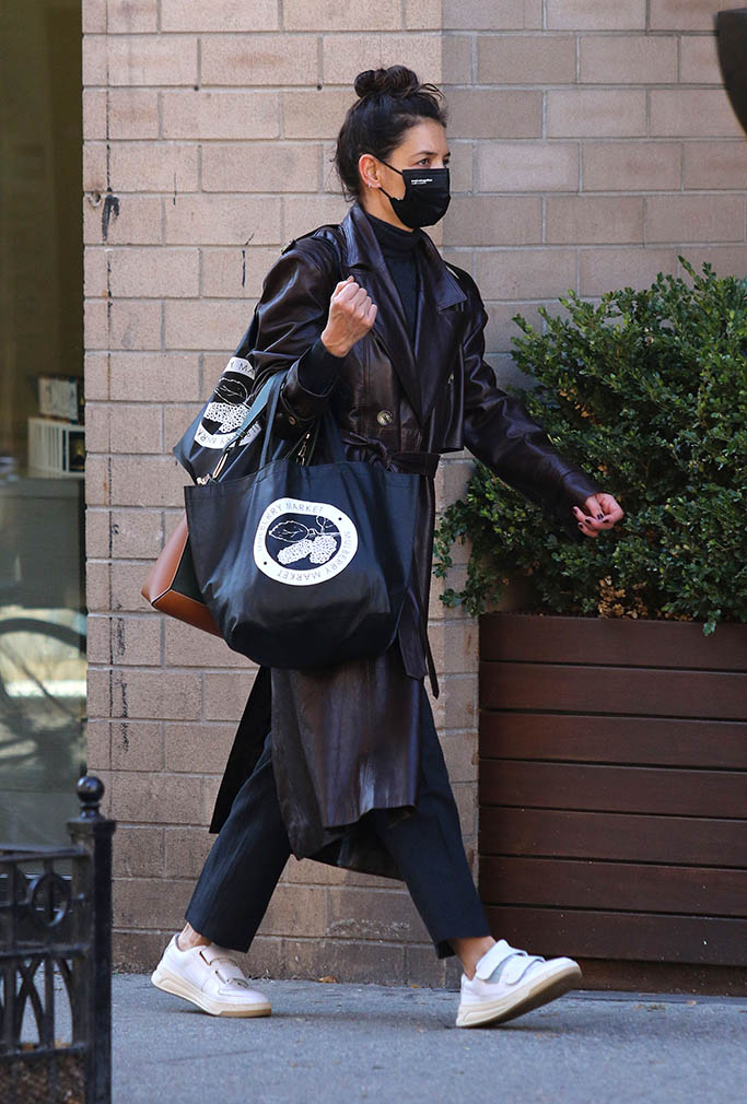 Katie Holmes sports a stylish brown leather trench coat as she is seen with her hands full while shopping at a boarded up supermarket in Downtown Manhattan. Katie was also seen stopping at a home interior design store in Manhattan's Soho area. 04 Nov 2020 Pictured: Katie Holmes. Photo credit: LRNYC / MEGA TheMegaAgency.com +1 888 505 6342 (Mega Agency TagID: MEGA712811_014.jpg) [Photo via Mega Agency]