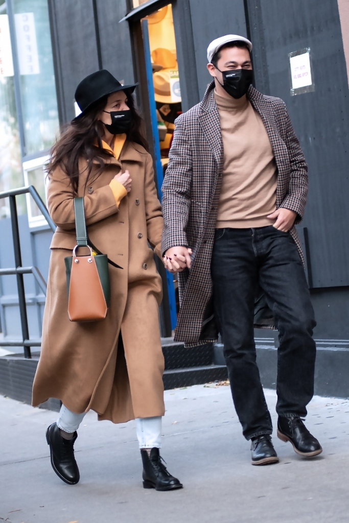 katie holmes, jeans, boots, coat, sweatshirt, combat boots, emilio vitolo, boyfriend, new york