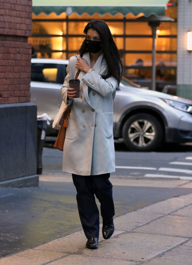 katie holmes, coat, pants, boots, black, new york, shopping, outfit