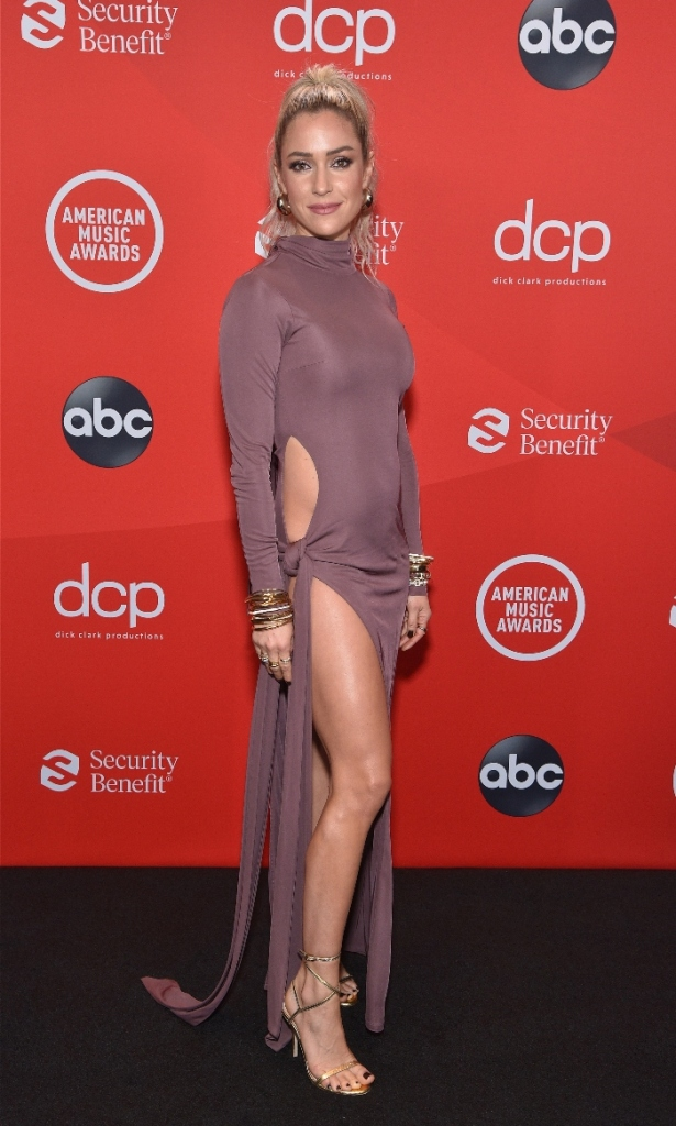 kristin cavallari, dress, cutout, peek-a-boo, american music awards, ama, heels, sandals, stuart weitzman, gold, purple, los angeles