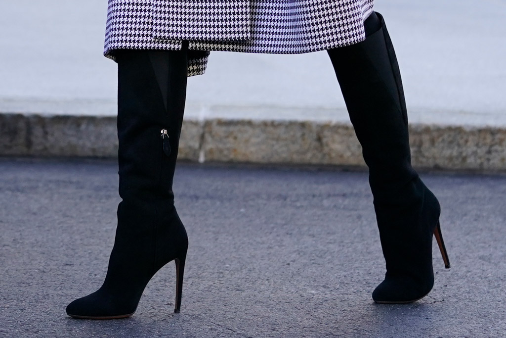 melania trump, coat, dress, boots, outfit, christmas, white house, christmas tree, washington dc