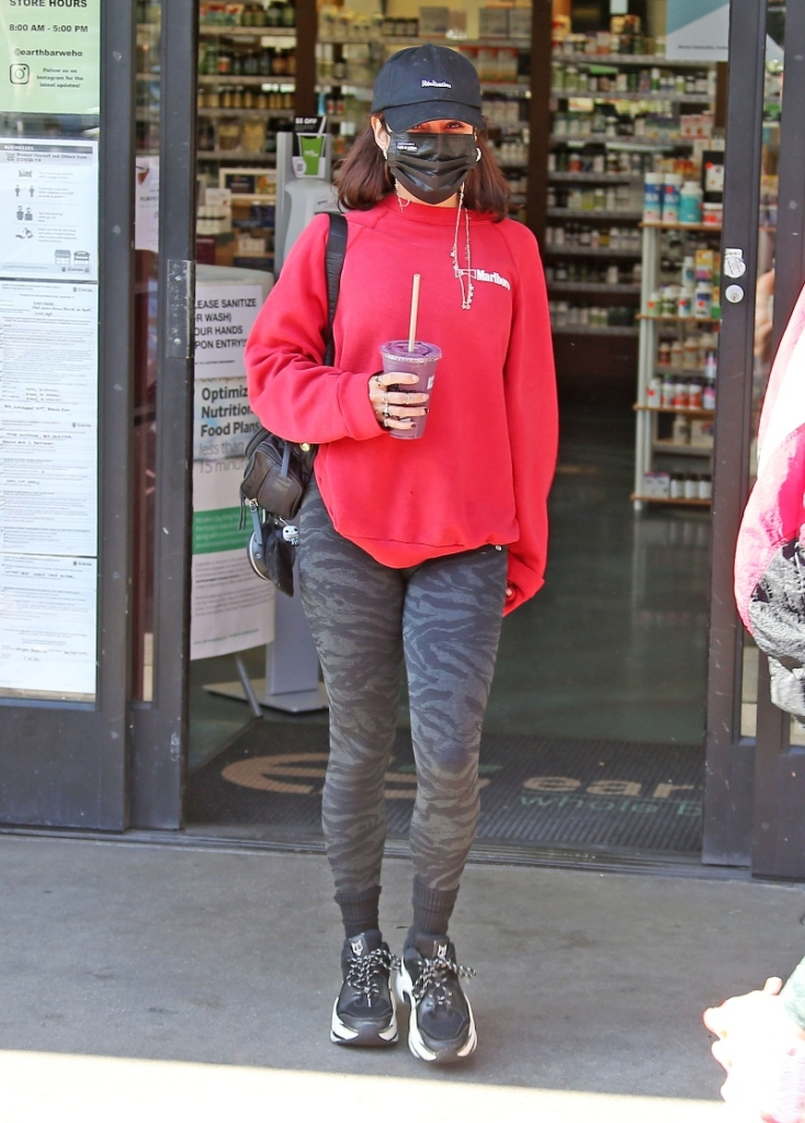vanessa hudgens, sneakers, leggings, shirt, hat, workout, style, los angeles