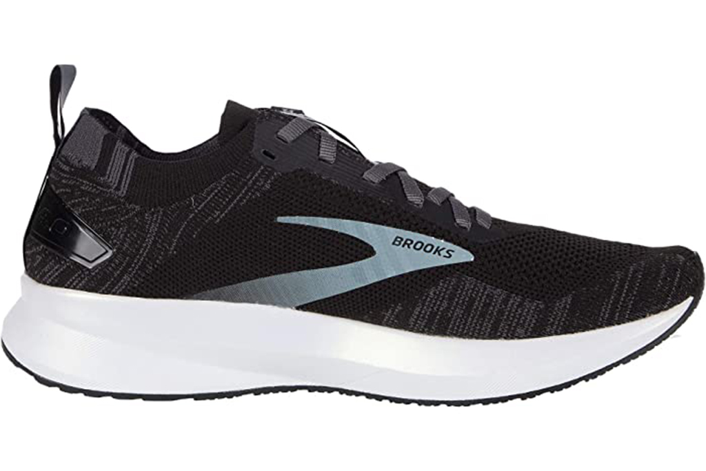 brooks running sneaker, jennifer garner sneakers, brooks levitate 4