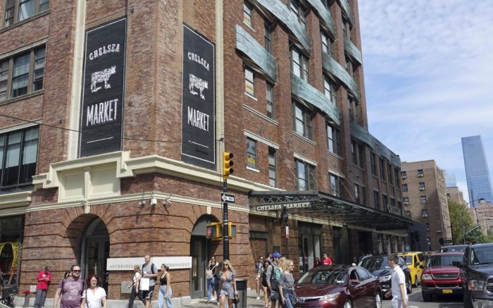 08 September 2019, US, New York: The Chelsea Market in the hip district Chelsea in the district Manhattan. The building used to be a cookie factory. Today in the halls you will find bakeries, wine merchants, vegetable merchants, a fish shop, sushi bars, a butcher's shop with steak restaurant and much more. Photo by: Alexandra Schuler/picture-alliance/dpa/AP Images