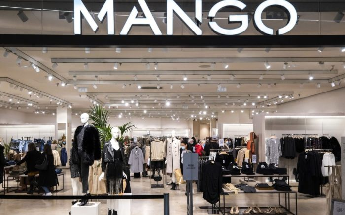 Black Friday (Mango) centre commercial Cap 3000, un des plus grands centres commerciaux de france avec 135000 m2 de surface shopping, Saint Laurent du Var FRANCE - 04/12/2020 (Sipa via AP Images)