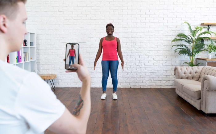 Woman having photo taken by friend for 3D body scanning fit app 3D Look
