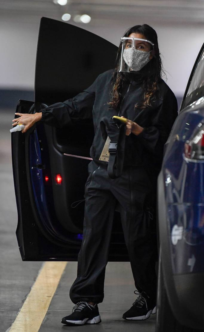 EXCLUSIVE: Eva Longoria takes extra precautions to protect herself from Covid-19. 10 Dec 2020 Pictured: Eva Longoria. Photo credit: MEGA TheMegaAgency.com +1 888 505 6342 (Mega Agency TagID: MEGA720452_006.jpg) [Photo via Mega Agency]