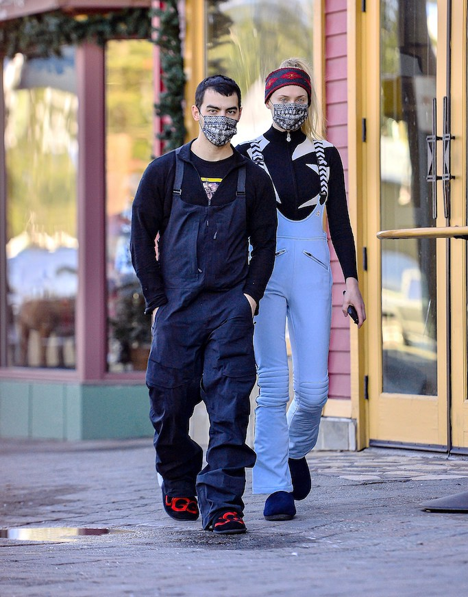 EXCLUSIVE: Joe Jonas & wife Sophie Turner were spotted enjoying the snow in Mammoth Lakes, CA. The two were spotted wearing cute matching masks, picking up some groceries, and window shopping as they took a stroll through the Village after hitting the slopes of the popular Ski Town. 20 Dec 2020 Pictured: Joe Jonas & wife Sophie Turner were spotted enjoying the snow in Mammoth Lakes, CA. The two were spotted wearing cute matching masks, picking up some groceries, and window shopping as they took a stroll through the Village after hitting the slopes of the popular Ski Town. Photo credit: Marksman / MEGA TheMegaAgency.com +1 888 505 6342 (Mega Agency TagID: MEGA722186_002.jpg) [Photo via Mega Agency]