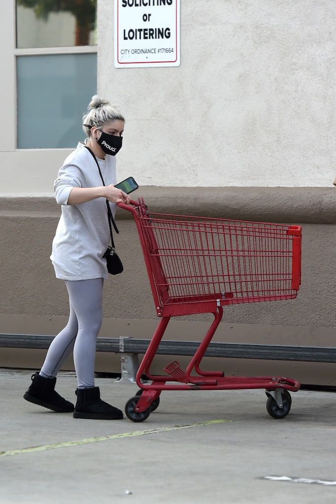 Ariel Winter does some grocery shopping at Trader Joe's in Los Angeles. The 22 year old actress kept it casual in black Uggs, grey leggings and a grey sweater. 23 Dec 2020 Pictured: Ariel Winter. Photo credit: MEGA TheMegaAgency.com +1 888 505 6342 (Mega Agency TagID: MEGA722762_008.jpg) [Photo via Mega Agency]