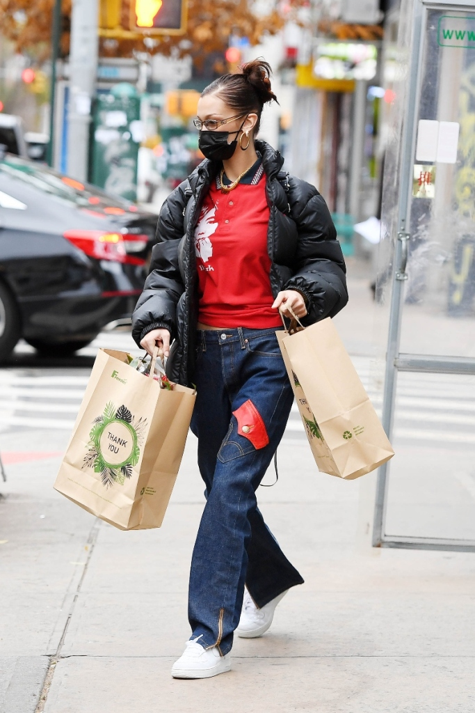 bella hadid, jeans, levis, 1990s, sneakers, nike, air force 1, roc a fella, shoes, new york, model