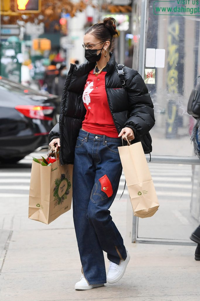 Bella Hadid shops for flowers in NYCPictured: Bella HadidRef: SPL5201076 031220 NON-EXCLUSIVEPicture by: SplashNews.comSplash News and PicturesUSA: +1 310-525-5808London: +44 (0)20 8126 1009Berlin: +49 175 3764 166photodesk@splashnews.comWorld Rights