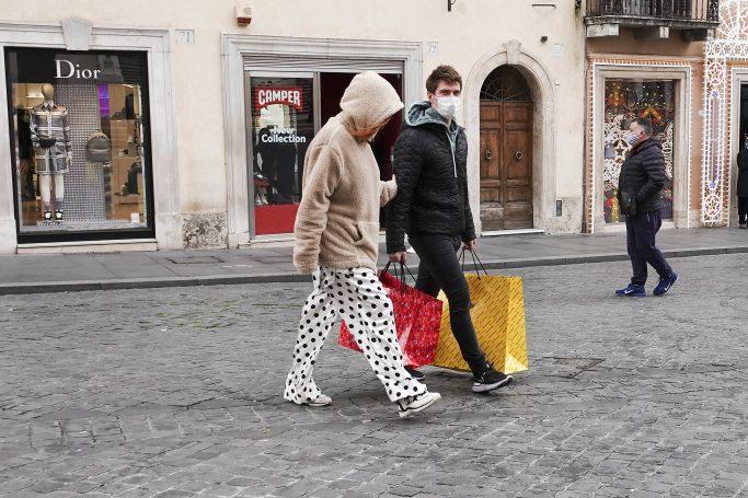 EXCLUSIVE: Bella Thorne and Benjamin Mascolo doing some Christmas shopping at Balenciaga in Rome. 13 Dec 2020 Pictured: Bella Thorne, Benjamin Mascolo. Photo credit: MEGA TheMegaAgency.com +1 888 505 6342 (Mega Agency TagID: MEGA720857_006.jpg) [Photo via Mega Agency]