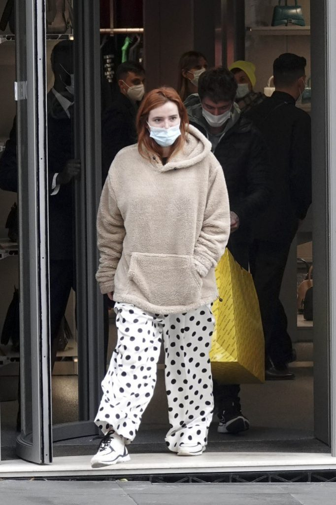 EXCLUSIVE: Bella Thorne and Benjamin Mascolo doing some Christmas shopping at Balenciaga in Rome. 13 Dec 2020 Pictured: Bella Thorne. Photo credit: MEGA TheMegaAgency.com +1 888 505 6342 (Mega Agency TagID: MEGA720857_001.jpg) [Photo via Mega Agency]