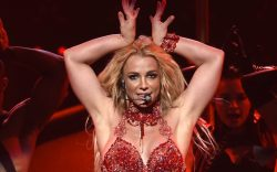britney spears birthday, Britney Spears performs